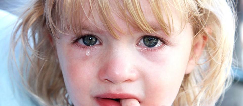 ребёнок плачет картинки